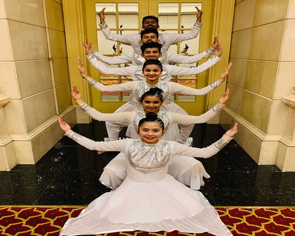 Bollywood - DANCE TROUPE
