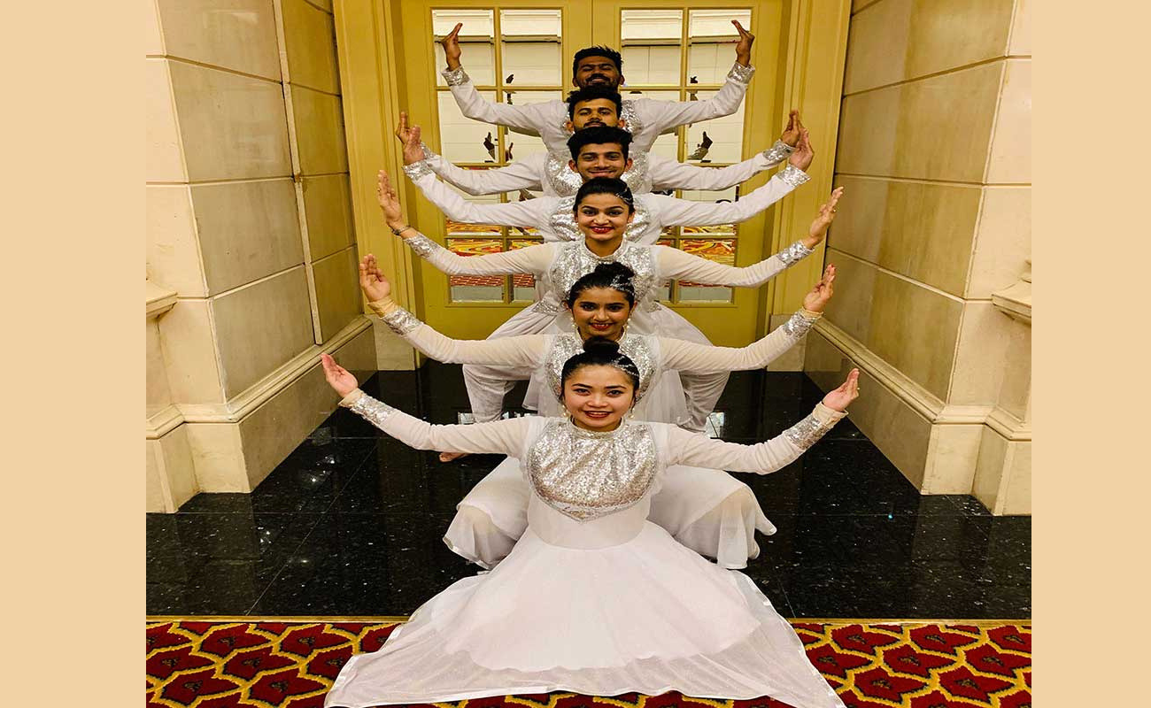 Bollywood1 - DANCE TROUPE